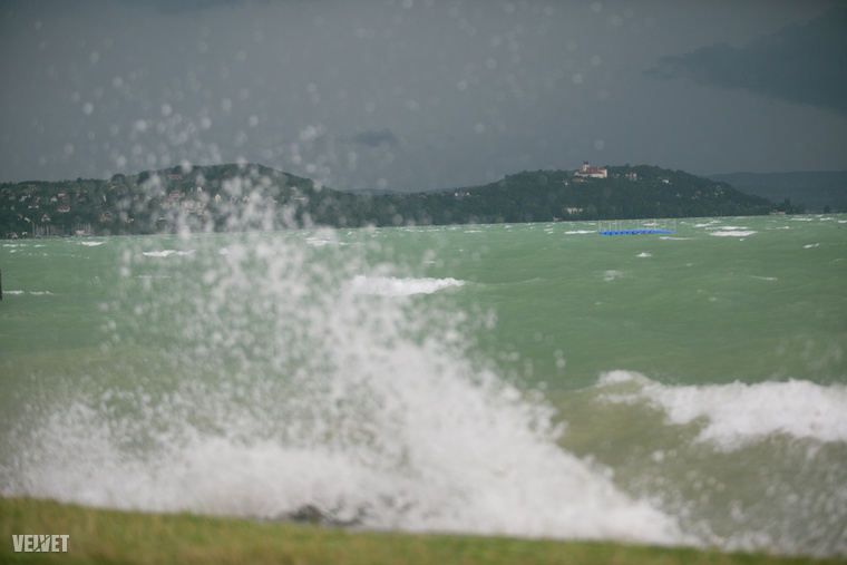 A hullámok is nagyok voltak amúgy.
