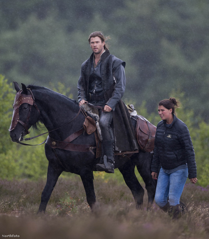 Csak még egy kicsit, légyszi, amíg szokom a lovat.