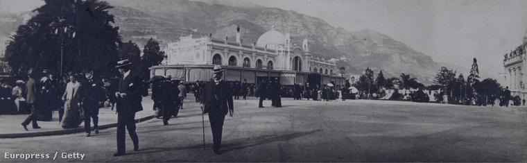 1910.                         Háttérben a Kaszinó, Monte Carlóban