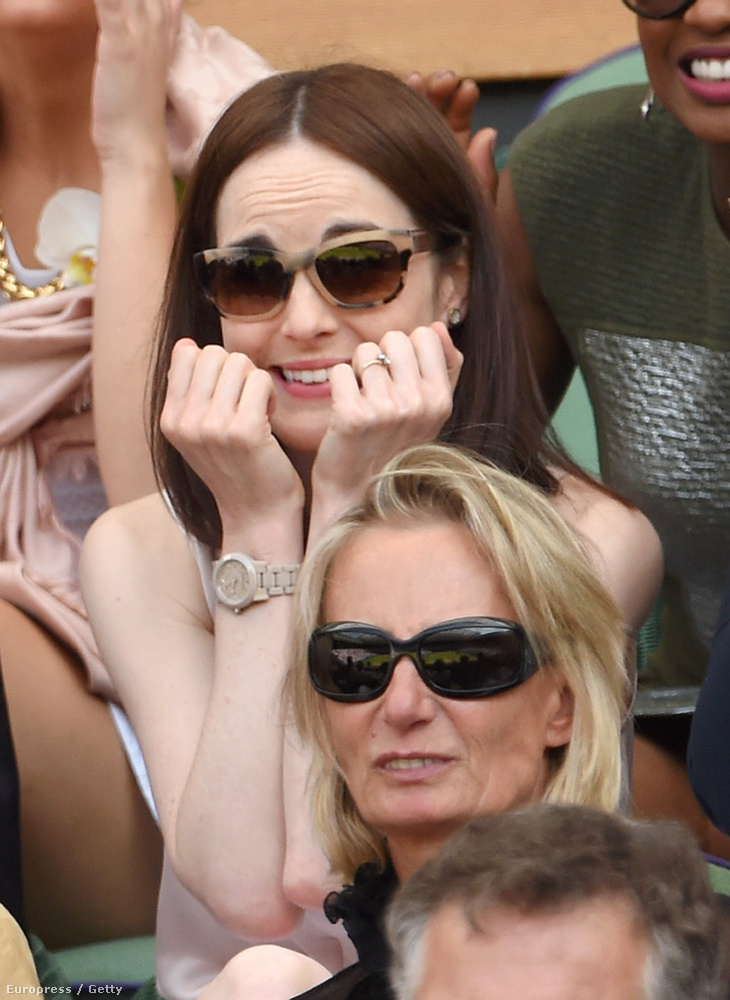 Ha Michelle Dockery nem lenne egy külsejére igényes színésznő, valószínűleg nem csak kamuból, hanem ténylegesen is rágná a körmét ezen a képen