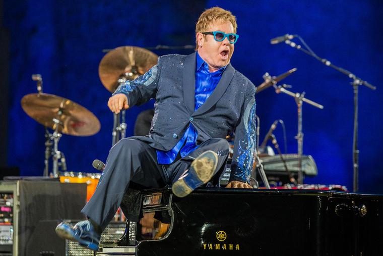 Elton John éppen Rómában koncertezett