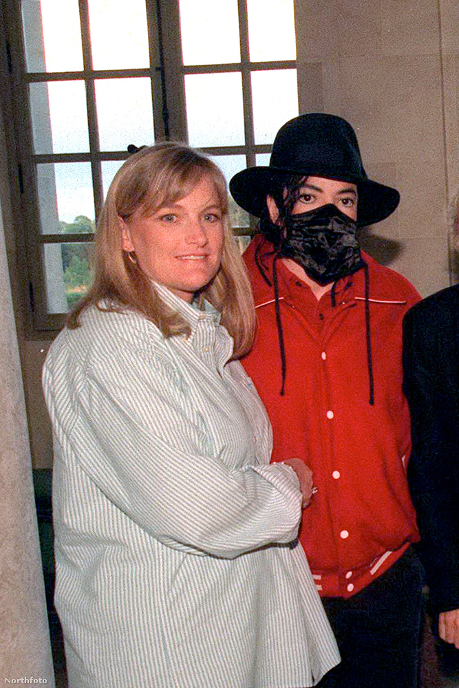 És hogy Debbie Rowe-val, a Jackson-gyerekek anyjával mi van?