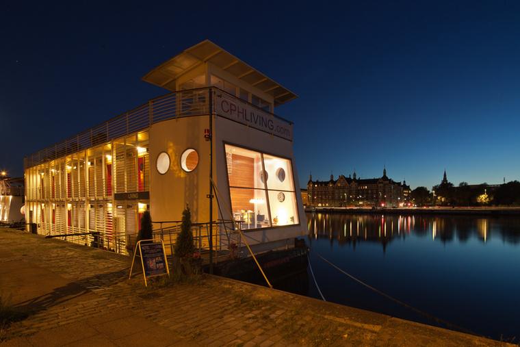 Ez már a második helyezett, a koppenhágai CPH Living, ami éjszaka szépen ki van világítva, hogy három koktél után is visszataláljon.