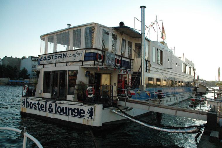 A lista utolsó helyére a berlini Eastern Comfort került, ami a Spree folyón ringatózik.
