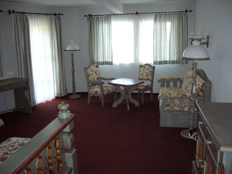 Van benne egy cári lakosztály is, amit a renoválás során az eredeti tervek alapján készítettek el.