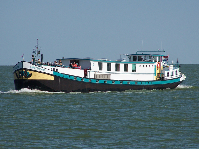 Az Amsterdam Hotelboat, ami a 7