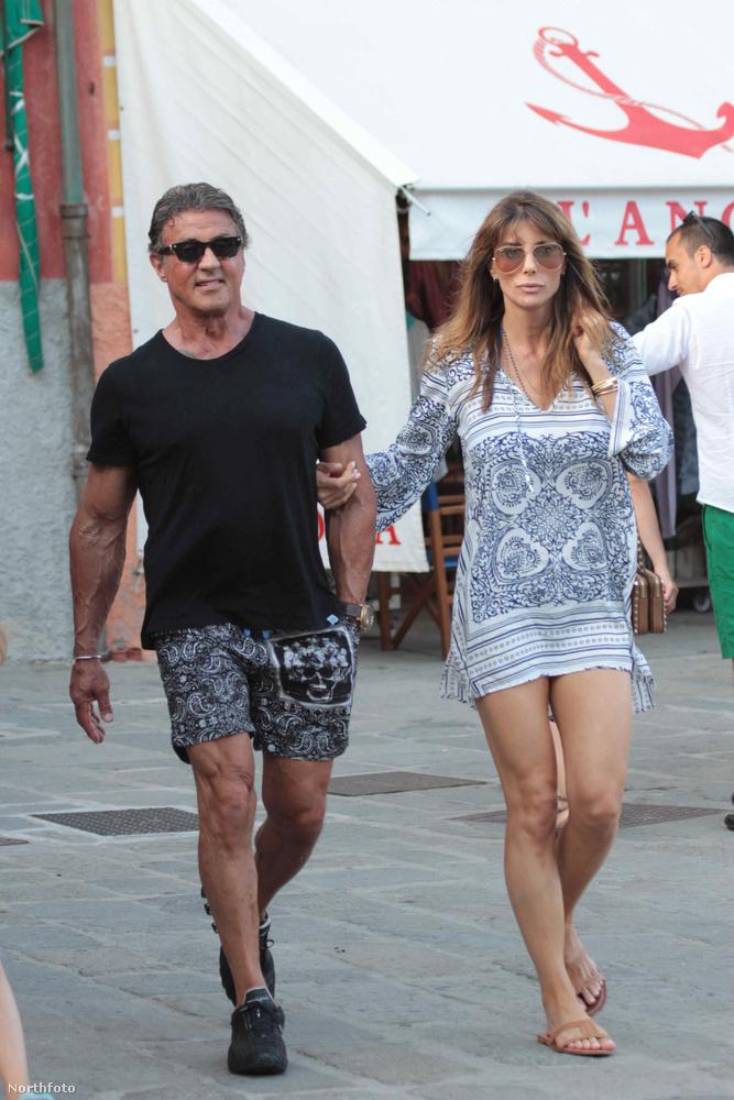 És tudják, ki családozik még boldogan az olasz szigeten? Hát persze, Sylvester Stallone.