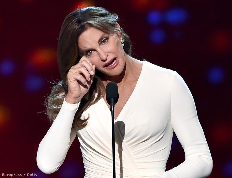 És volt még egy Jenner, aki Kendallal ellentétben tényleg fontos dolgot csinált: Caitlyn Jenner kapta idén az Arthur Ashe-ről elnevezett bátorságdíjat, ennek átvételekor mondott megindító beszédet.