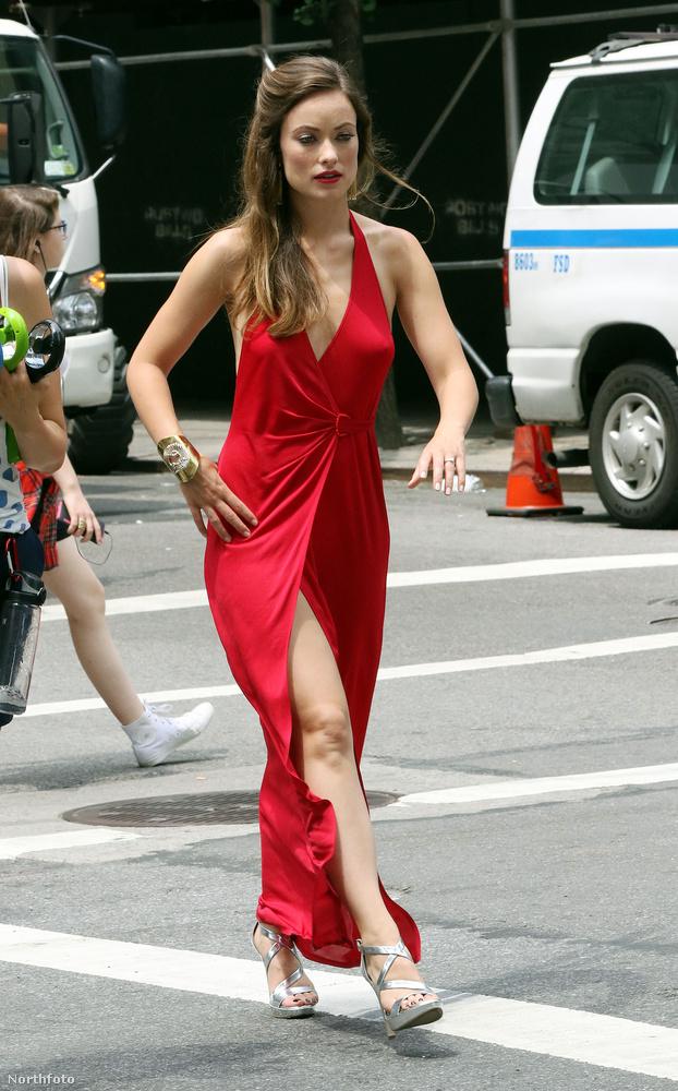 Olivia Wilde-ot New Yorkban fotózták ebben a szettben egy forgatáson.