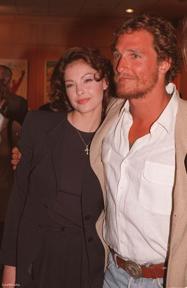 Ashley Judd és Matthew McConaugheyA Ha ölni című film azért fontos, mert McConaughey nem csak Ashley Judd-dal jött össze a szereposztásból, hanem Sandra Bullockkal is