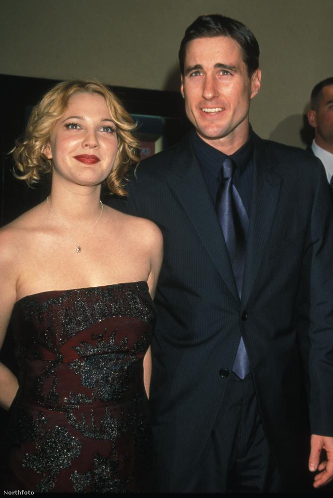 Drew Barrymore és Luke WilsonTudják, mit játszott Barrymore és Wilson 1998-ban az Ennivaló csajban? Hát szerelmes párt! És tudja, mit csináltak két évig utána? Hát szerelmes párt alkottak.