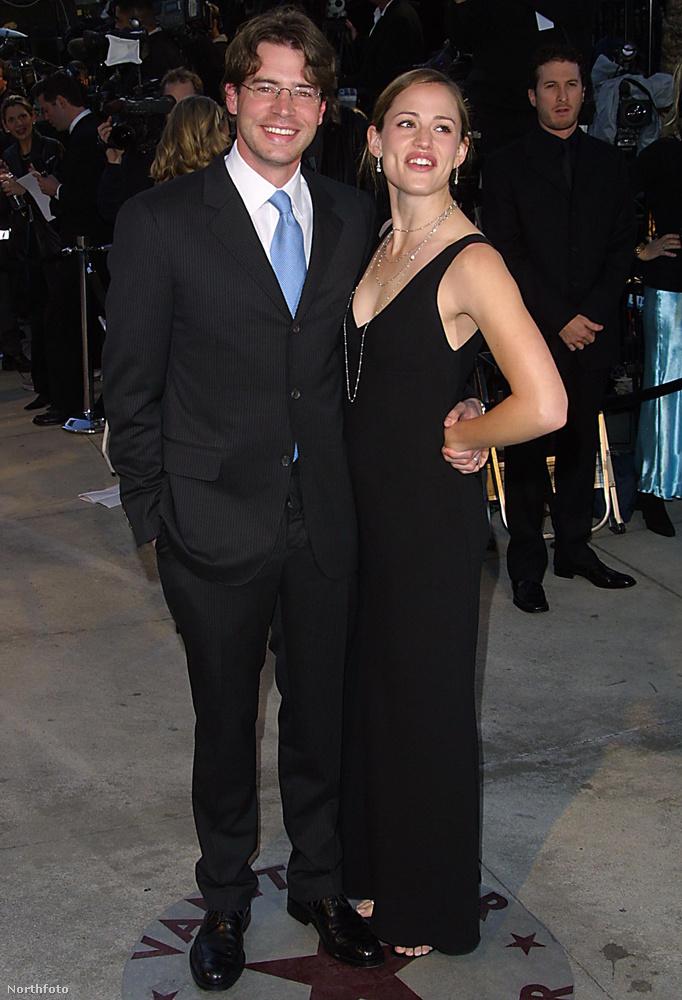Jennifer Garner és Scott FoleyHa azt hiszi, Garner csak Ben Afflecket szedte fel forgatás közben, téved: a Felicity című tévésorozat alatt Scott Foleyval jöttek össze annyira 1998-ban, hogy 2000-ben össze is házasodtak.