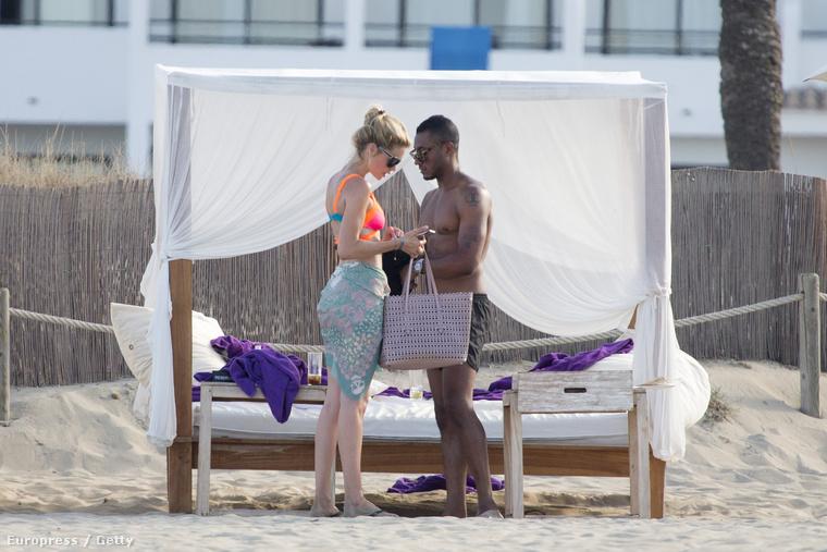 Doutzen Kroes szupermodell a férjével, Sunnery James zenésszel nyaral Ibizán.