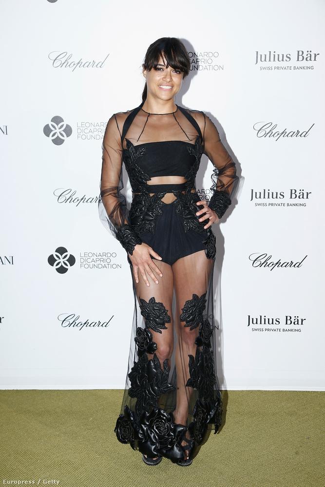 Meg Michelle Rodriguez is, aki követi a celebnők közt veszélyesen terjedő alulöltözöttséget