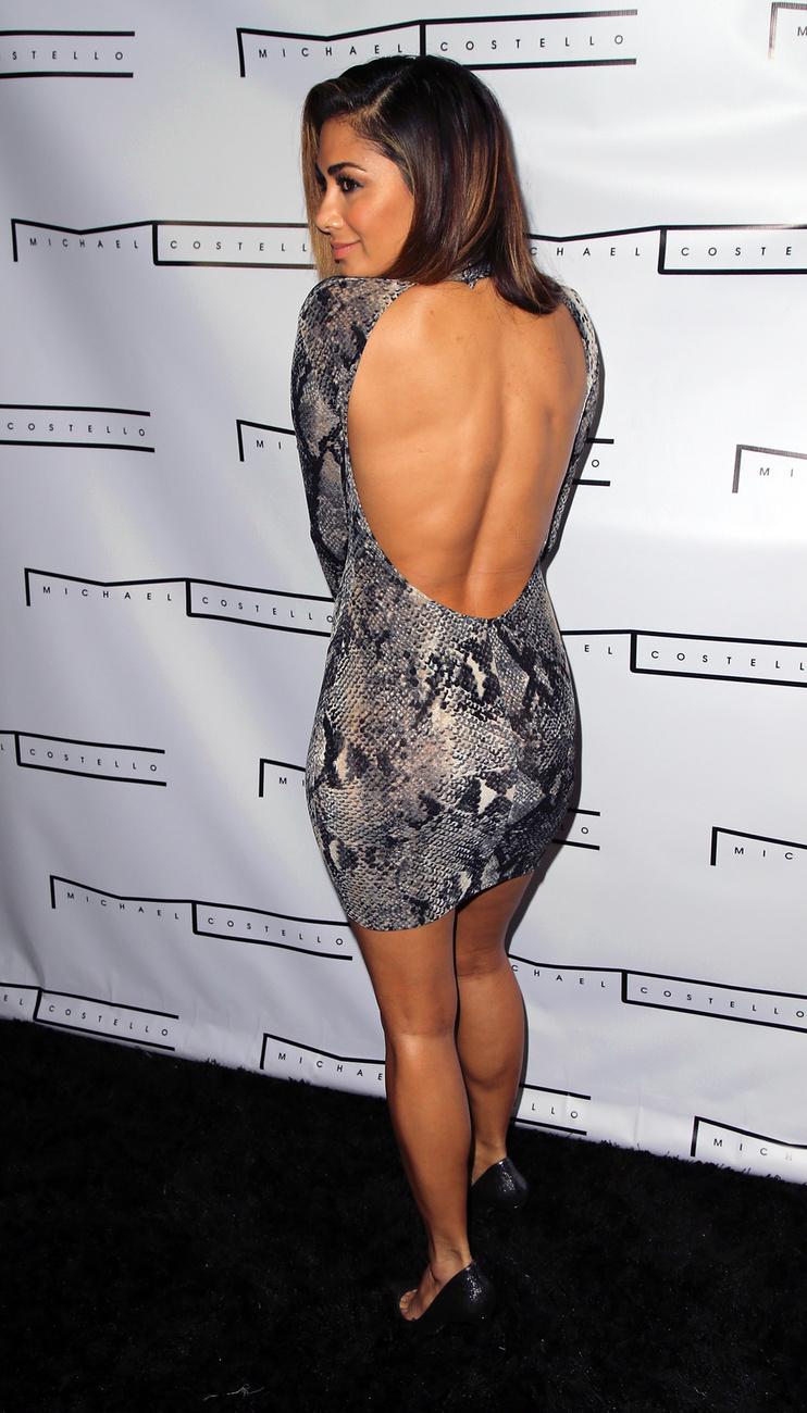 Nicole Scherzinger énekesnő Los Angelesben elment egy celebvacsorára, amelyre ezt a fura ruhát vette fel.