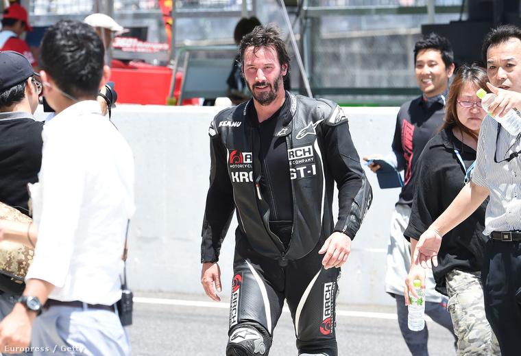A színész egyébként Japánban, egy motorversenyen vett részt