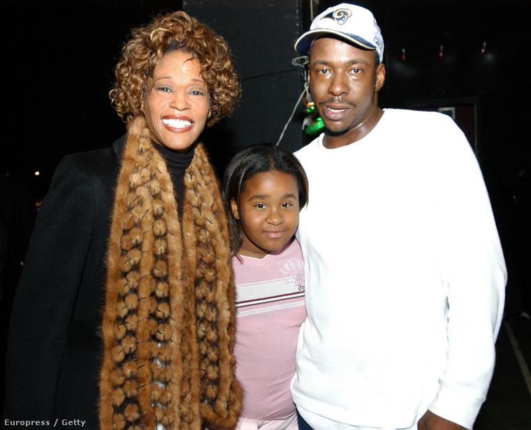 ...illetve arról, hogy Brown bántalmazta Houstont, amit az énekesnő sokáig tagadott.