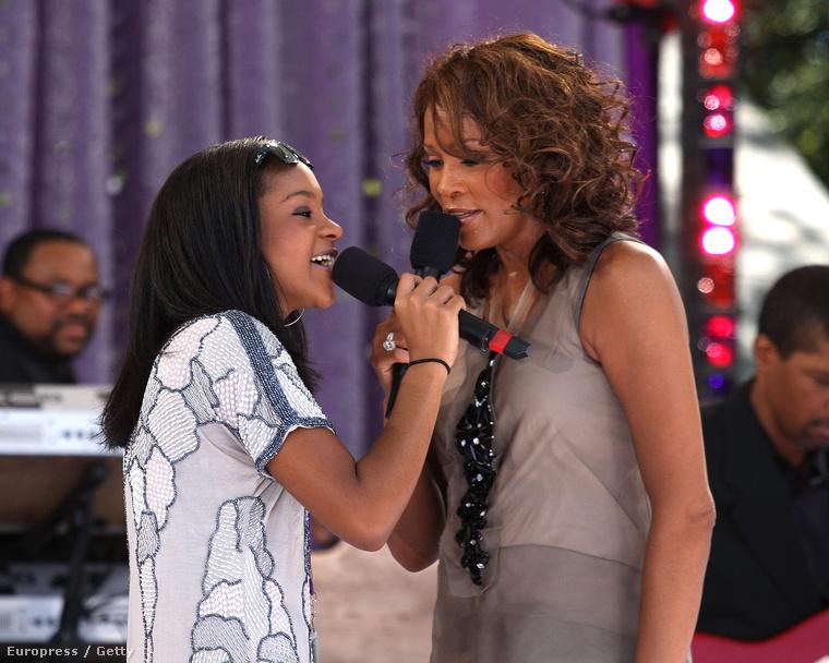 Egy 2009-es interjúban Whitney Houston Oprah Winfrey-nek elmondta, hogy Bobby Brown többször is bántalmazta őt verbálisan, illetve egyszer meg is ütötte lányuk, Bobbi Kristina előtt
