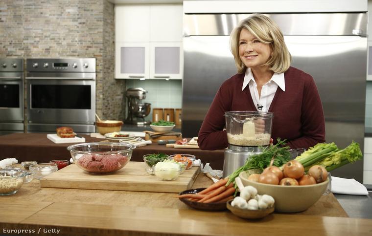 Martha StewartA háziasszony és szakácsnő az egyetlen kakukktojás ebben a sorozatban, de nem azért, mert ne múlt volna el 70 éves és ne nézne kis sokkal kevesebbnek,
