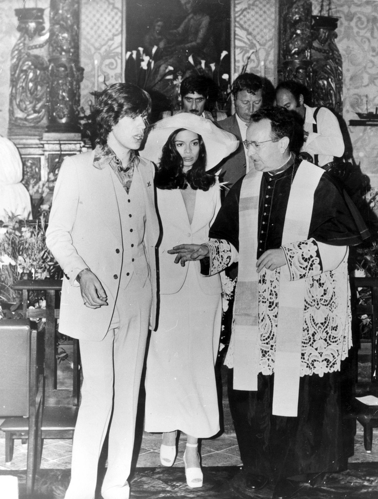 Bianca JaggerEredetileg színésznőnek indult, de az emberek túlnyomórészt onnan ismeri, hogy 1970-ben feleségül vette őt Mick Jagger, a Rolling Stones frontembere