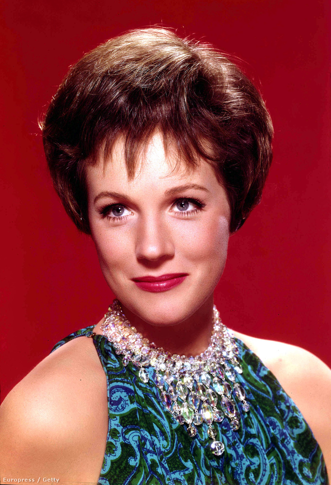 Julie AndrewsŐ az a színésznő, akit azok is ismernek, akik ötven éve voltak fiatalok és azok is, akik csak tizenöt: Andrews játszott a nemrég nagy jubileumot ünneplő Muzsika hangjában,