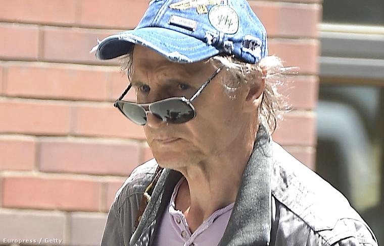 Csak reménykedni tudunk, hogy Liam Neeson arcán mindössze az öregedés eredménye látszik, és nincs nagyobb baj...