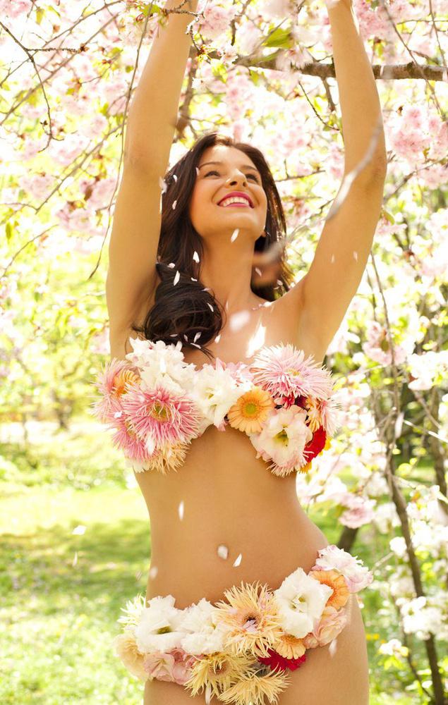 Ez nem bikini, de a virágszett mindenképp említést érdemel 2013 áprilisából.