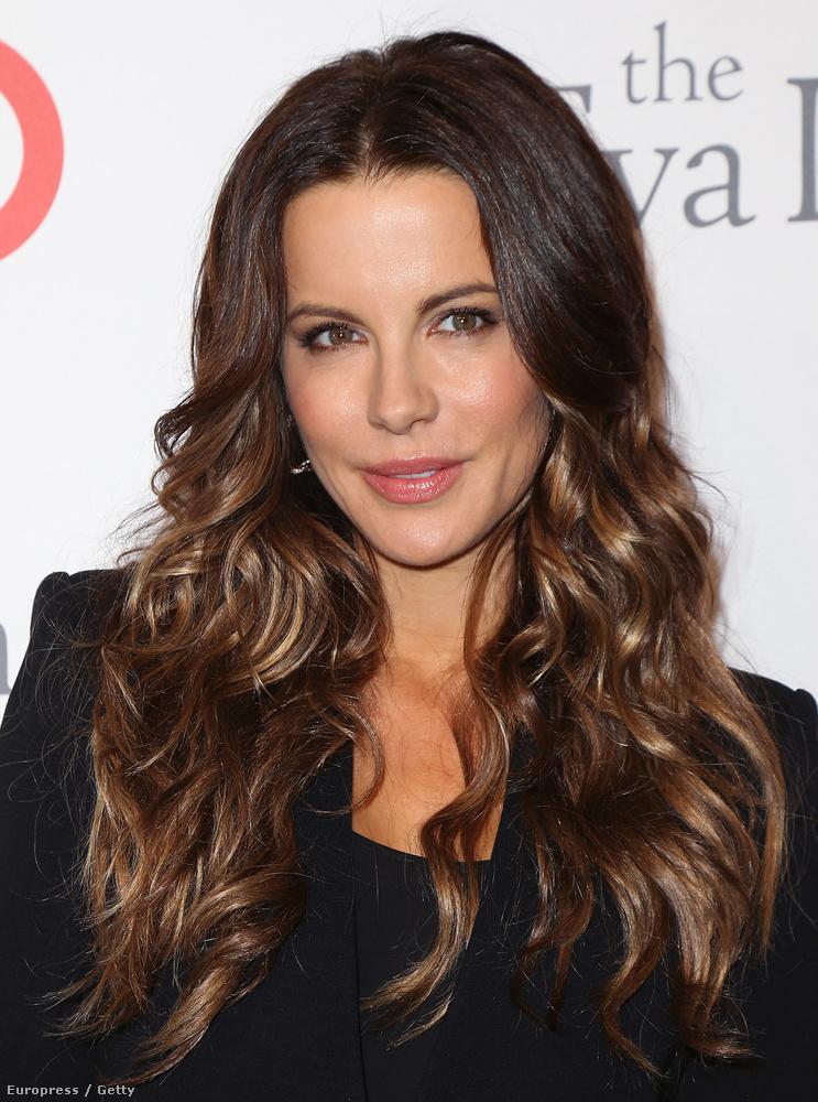 Az egy dolog, hogy a 42 éves színésznő nem öregszik, de egyre jobban néz ki.