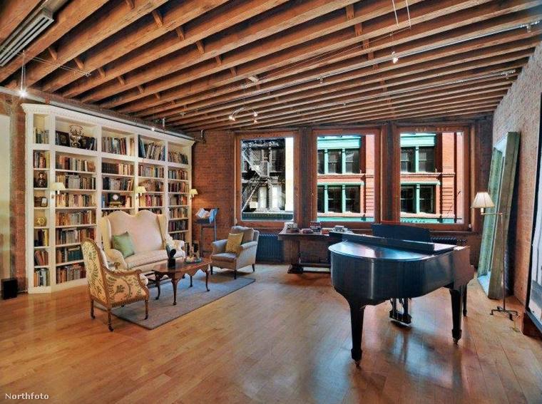 ...annyira, hogy meg tudta venni ezt a New York-i lakást, 20 millió dollárért, ami körülbelül 5 és fél milliárd forintot ér.