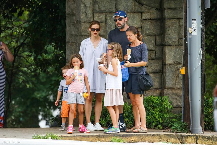 Jennifer Garnerék tíz év házasság után válnak el egymástól, három közös gyerekük van, Violet, Seraphina és Samuel