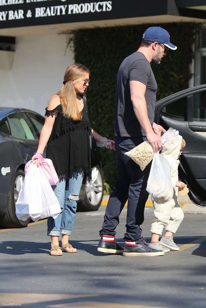 Ben Affleck a dadával és a gyerekével vásárolgatott, ez a fotó egyébként áprilisban készült