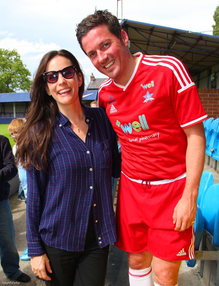 Liv Tyler a pasija jótékonysági meccsére ment el szurkolónak és kiderült, hogy ő lenne az igazán jó focistafeleség