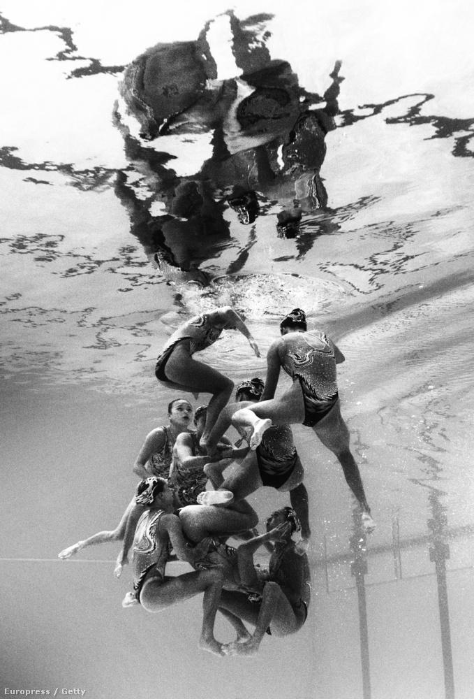 A szinkronúszás az a sportág, ahol sokkal viccesebb, mi folyik a víz alatt