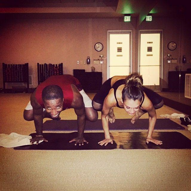 Jessica Alba egy fitneszkirálylány, így nyilván a jógában is elég ügyes.