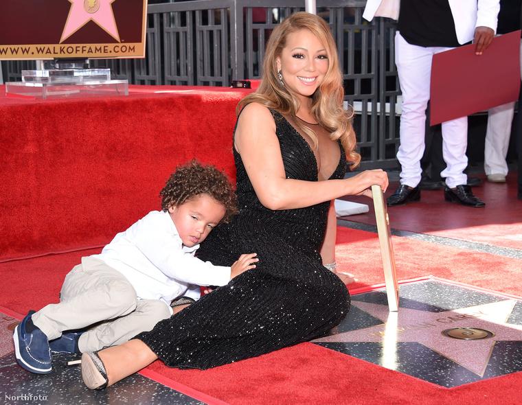 Négyéves fia, Moroccan pedig el is lopta a show-t, mert nem volt hajlandó leszállni a földön fetrengő anyjáról