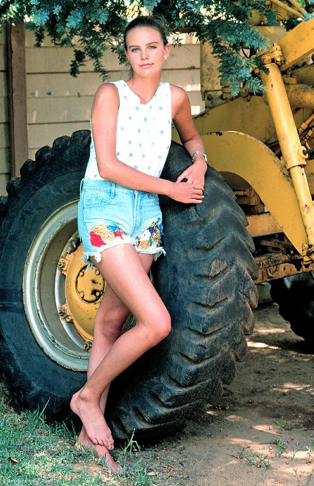 Szülei farmján nőtt fel, 13 éves korában bentlakásos iskolába került.