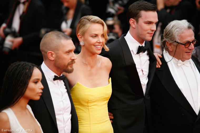 Sean Pennel való kapcsolata pedig nagyon biztosnak tűnt, főleg mert Cannes-ban is úgy viselkedtek, mint egy család