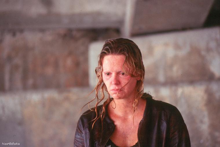 Charlize Theron 2003-ban lett igazán elismert színésznő, mikor megkapta a sorozatgyilkos Aileen Wuornos szerepét A Rém c