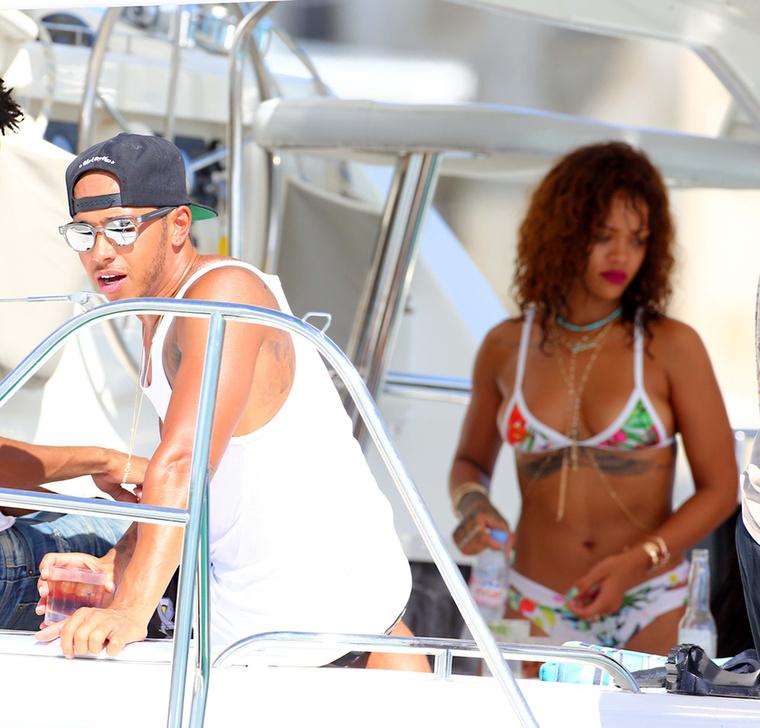 Rihanna nem öltözte túl