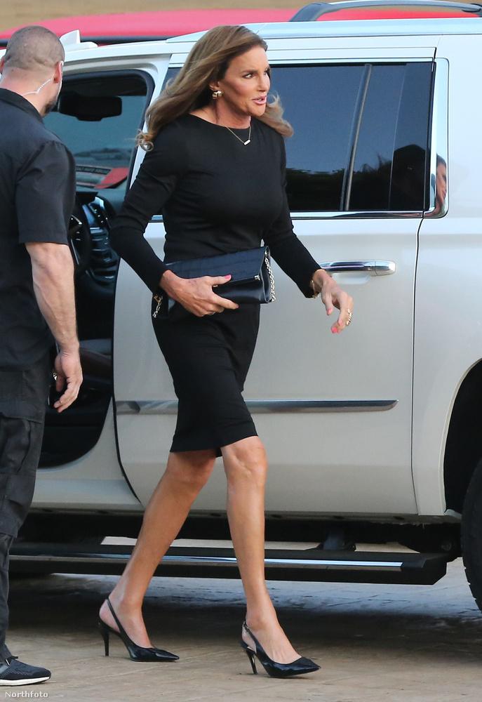 A főbulin Jenner apja, Caitlyn Jenner is részt vett, ahol találkozott volt felesegével, Kris Jennerrel.