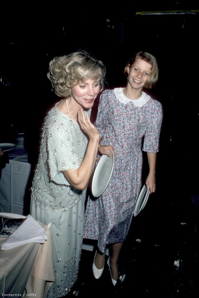 Mivel édesanyja színésznő, ezért a kamaszkora is dokumentáltnak tekinthető: itt 1985-öt írunk, Paltrow 13 éves