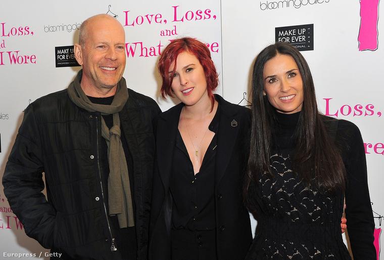 Őket nyilván nem kell bemutatni: Bruce Willis és Demi Moore között lányuk, Rumer Willis látható