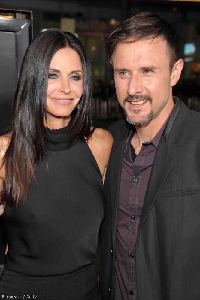 Courteney Cox a Jóbarátokból és nagy szerelme, David Arquette, akivel a Sikoly című film forgatásán jöttek össze