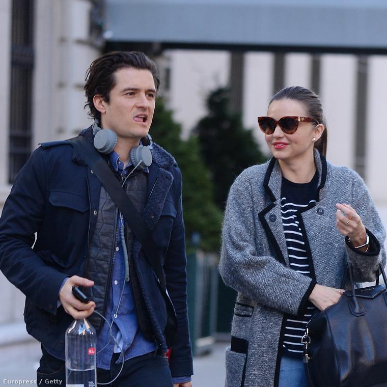 Hű de szép pár ők, Orlando Bloom és Miranda Kerr! 2013 karácsonyára készülődtek éppen, amikor ez a fotót lőtte róluk egy paparazzó