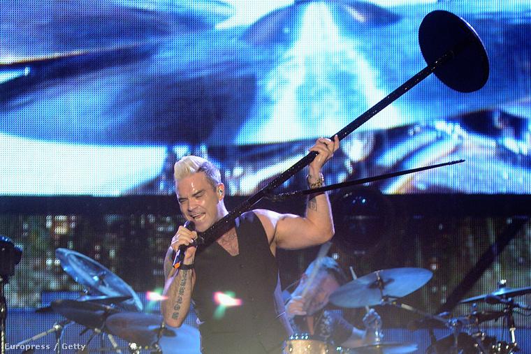 Robbie Williams akkorát kényeskedett a szigetes koncertje előtt, hogy kikötötte, csak és kizárólag koncertje alatt lehet róla fotókat készíteni, akkor is csak az első három szám alatt