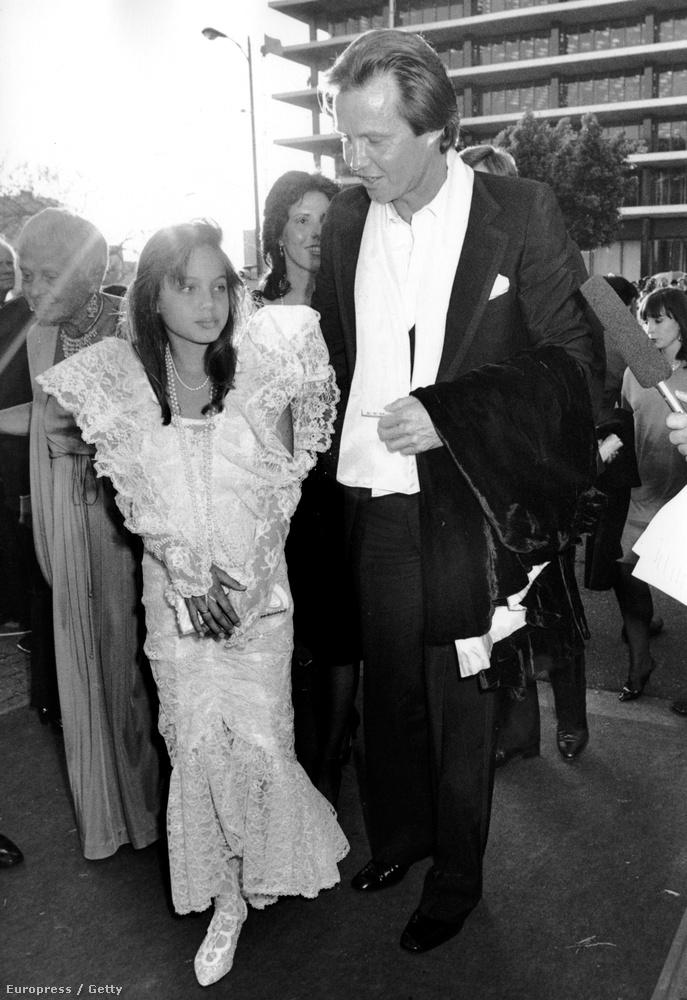 Angelina Jolie már 1986-ban az Oscar-díjátadó vörös szőnyegén vonult, igaz akkor még apja, Jon Voight miatt