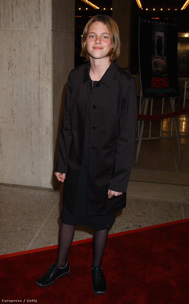 Kristen Stewart nemcsak mostanában néz ki úgy, mint egy szomorú pasi, kislányként is úgy nézett ki, mint egy kisfiú