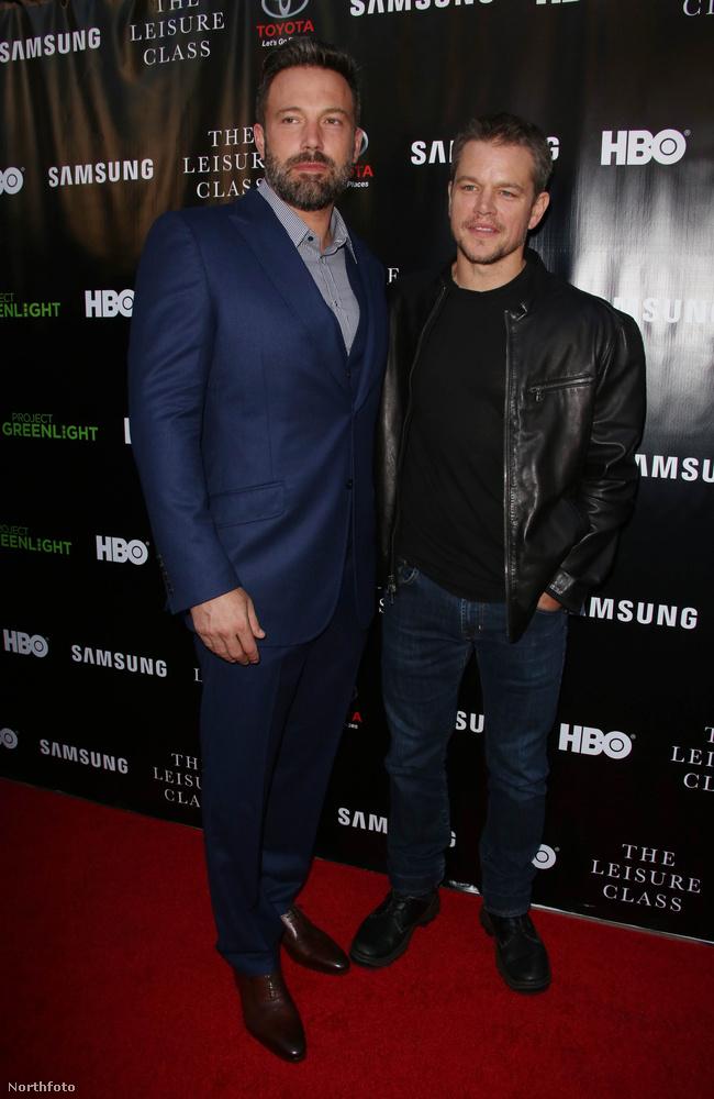 """Óriási mázlijára ott volt legjobb barátja, Matt Damon nyilatkozni, aki gyorsan lezavarta a dolgot: """"Jól van, mosolyog, nézzék meg"""" - tájékoztatta a megjelent újságírókat"""
