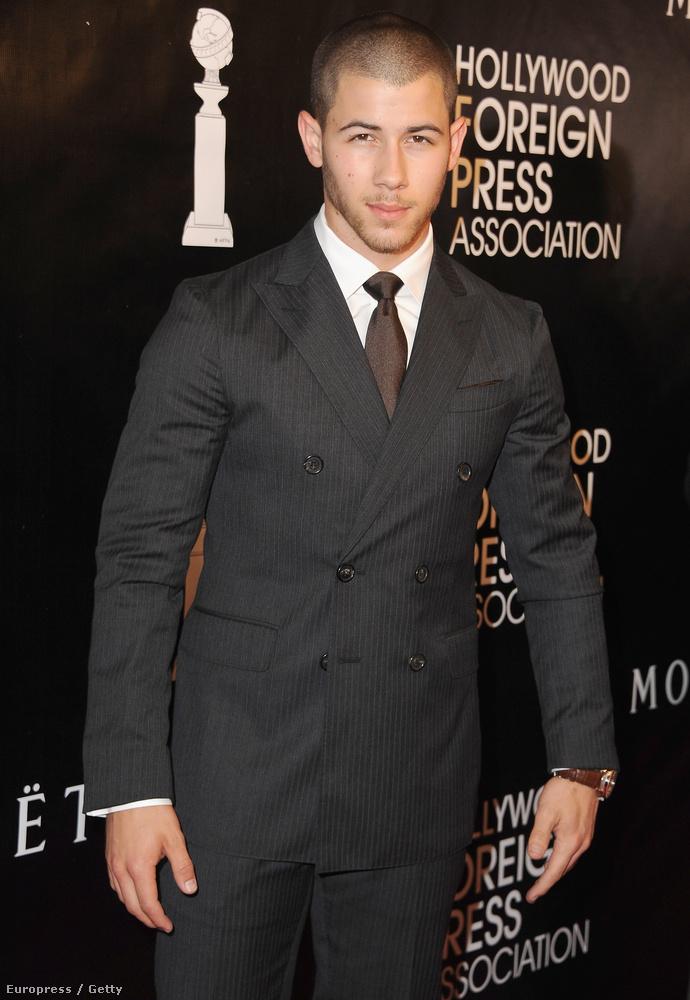 Nick Jonas megpróbált úgy tenni, mintha viaszbábu lenne, egész jól ment neki