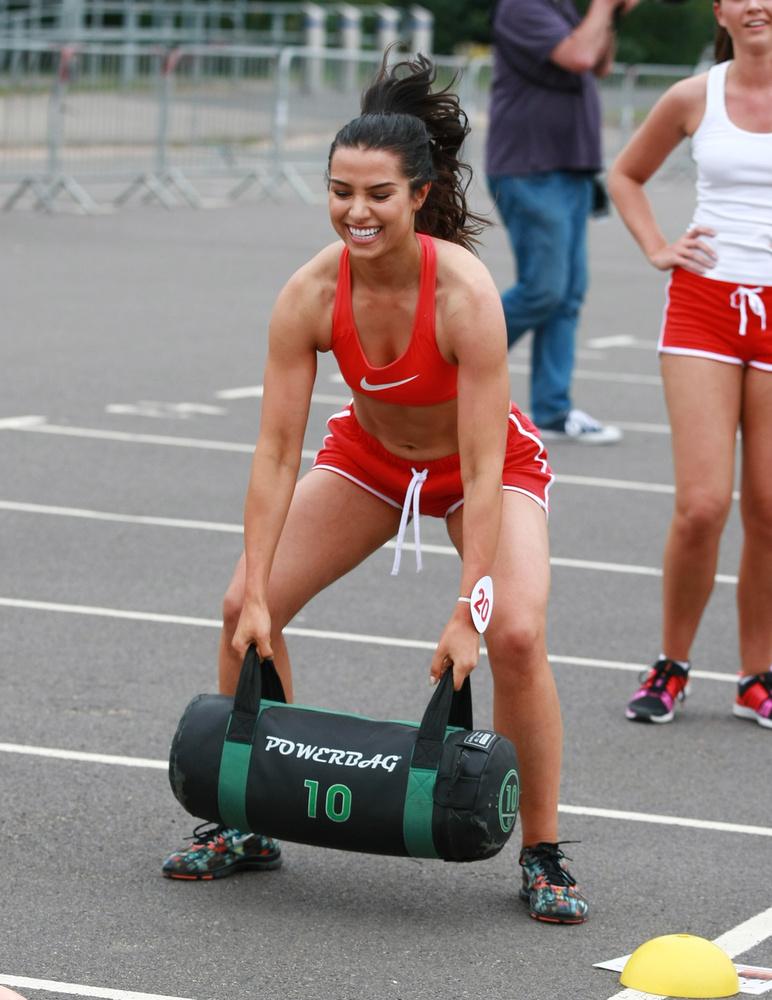 Ezt a fordulót azonban nem ő, hanem Holly Desai, Miss Leicestershire nyerte